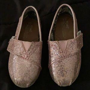 Toms shoe, size 6 toddler